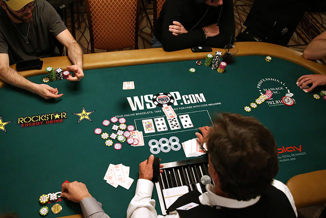How to read the poker players at an online table?
